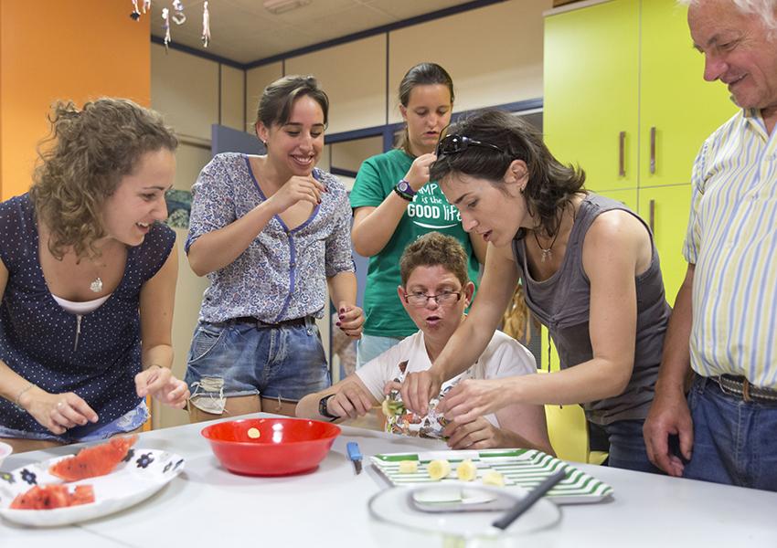 Atades Hueseca Pieconbola taller cocina