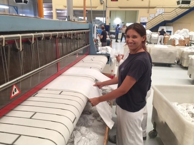 atades-huesca-empleo-practicas-lavanderias-cristina